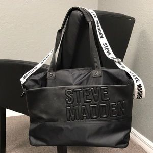 ❤️Steve Madden Large Tote Black/White strap